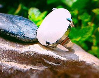Ring Rose Quartz, symbol of love, opens the mind to spirituality.
