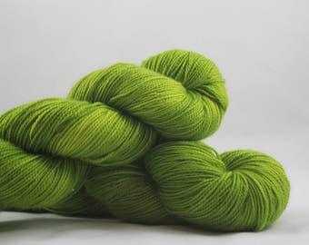 Magic. Cinquefoil. Fingering weight 100g. Green sock yarn. Green yarn. Sock yarn. Superwash merino sock yarn. Hand dyed sock yarn.