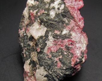 Eudialyte, Agrellite & Magnesiokatophorite from Quebec