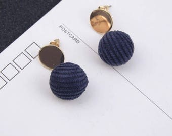 Knit and gold earrings