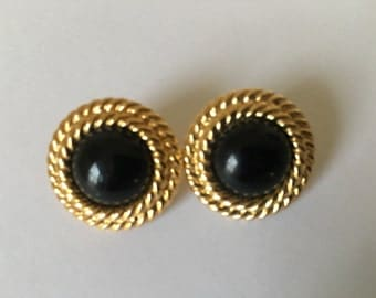 Wonderful Vintage Napier Goldtone Earrings Black Faux Center Stone Stud Blacks Classic Style