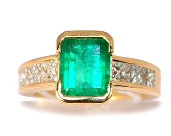 Ring yellow gold 18K Emerald 2,8 cts and diamonds