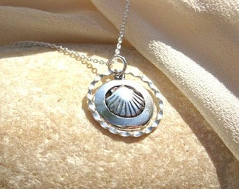 Santiago jewellery scallop shell charm necklace