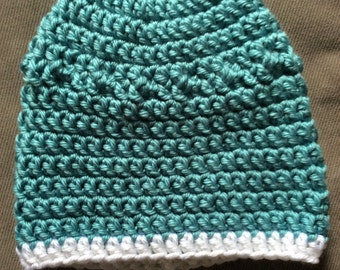 Beanie hat with contrast trim