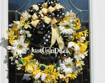 Spring summer bee wreath 18 inch grapevine.  Polka dot chevron yellow and black wreath.  Daisies, bumble bee.