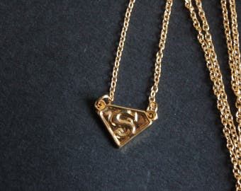 gold tone superman necklace