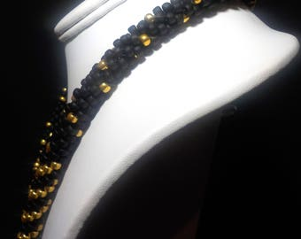 Chic and tasteful gold and black blended beaded  neckalce