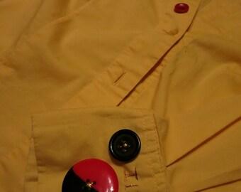 Chemise petite jaune avec le pronom neutre ille
