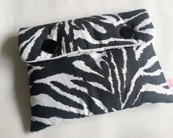 """Zebra"" padded Pouch Black and white 26 x 20 cm"