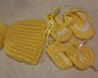1 crochet  baby hat and booties and mitten set