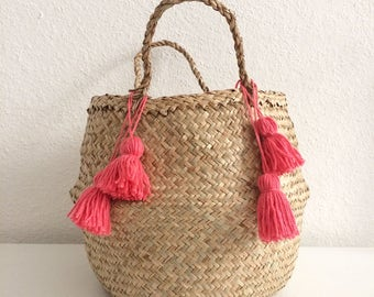 Basket Thais with pink PomPoms