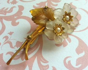 Vintage brooch flower AST gold