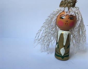 Princess Petra finger doll