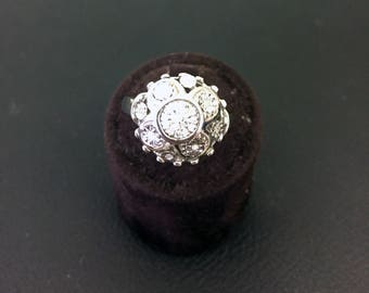 18 karat white gold ring with 29 diamonds