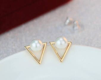Geometric Triangle Pearl Stud (GOLD OR SILVER)