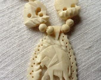 VINTAGE necklace bone carved d ' elephants Hand carved beef Bone LONG 74 cm