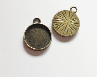 20/40 Antiqued Bronze 12mm Pendant Tray Cabochon Setting