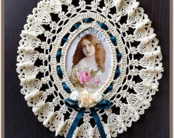 "Beautiful Handcrafted Crocheted Oval ""Vintage Lace Style"" Picture Frame"