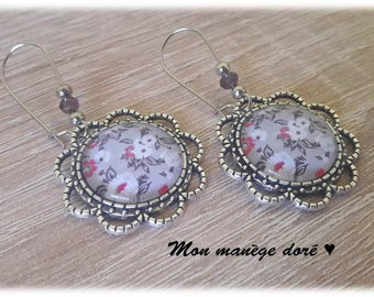 Cabochon pink flowers on grey support background flower Silver earrings