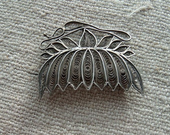 Vintage Antique Sterling Silver Wire Work Filigree Cannetille Brooch Stylized Chrysanthemum for Wear or Reuse Repurpose