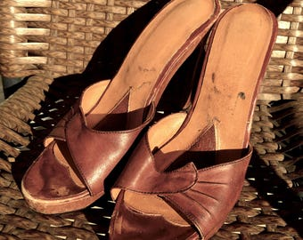Brown LEATHER 1970s WOODEN Platform Shoes, Vintage 70's High Heel Sandals, size 5
