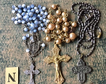 3pcs ROSARY & NECKLACES LOT Glass Metal Group N