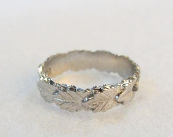 Laurel Leaf Ring- Signed - AVON - 1979