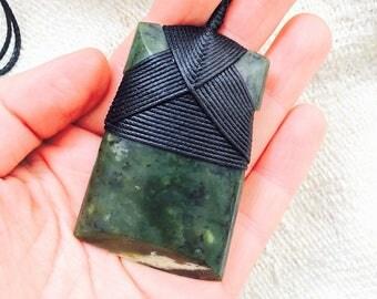 Maori Greenstone Pounamu Jade Maori Toki Adze Taonga 67 x 43 mm New Zealand Nephrite Pendant Men's Gift