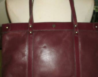 Classic and Chic Vintage John Romain Leather Purse