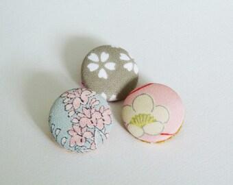 Button brooches, kimono fabric, vintage Japanese kimono fabric, brooch