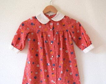 FLASH SALE / 20% off Vintage 60s 70s Red White and Blue Novelty Calico Button Print Babydoll Dress with Peter Pan Collar (size 6 T)
