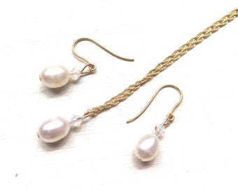 Bridal jewellery, bridal necklace, bridal accessories, 9ct gold freshwater pearl drop necklace