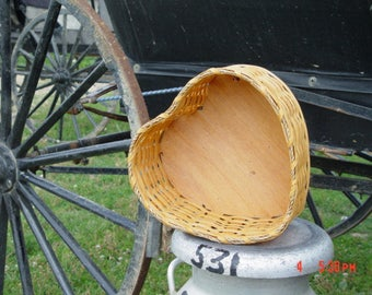 Amish Handmade Primitive Medium Heart Basket