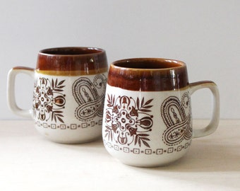 Pair of 1970s boho vintage stoneware mugs.