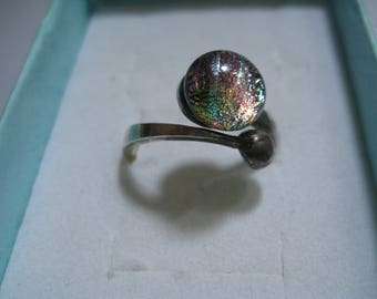 Beautiful Pink Dichroic Glass Ring in  925  By Pass Band  Stunning Ring Size 8