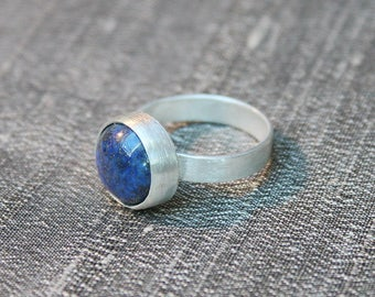 Lapis lazuli gemstone ring, Gemstone sterling silver ring, Solitaire ring, Modern gemstone ring, Blue stone ring, Lapis lazuli cabochon