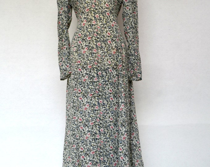 Stunning Floral Print Chiffon MAXI DRESS with LACE Collar Detail.