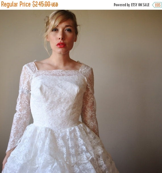ON SALE 1950s Lace Tiered Wedding Gown, size extra small