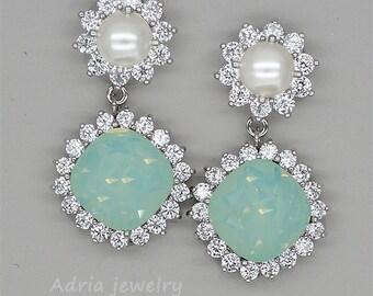 Mint Green Earrings, Green Bridesmaids Earrings, Mint Crystals Bridal Earrings,  Light Green Swarovski Crystal Earrings, Bridesmaid Gifts