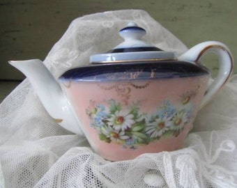 Pretty Daisies and Forget Me Not Childrens Tea Pot - Antique Edwardian Early 1900s