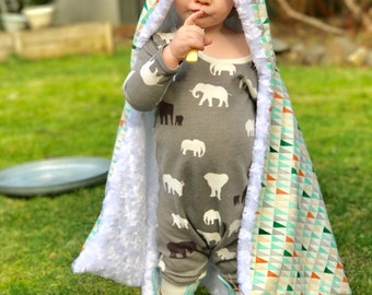 Toddler and Kid  Hooded Cape in: Mesa Triangles