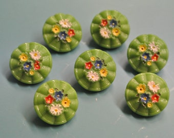 Lot of 7 small vintage 1940s grass green glass buttons with handpainted multicolor flower motive and selfschranks for your sewing prodjects