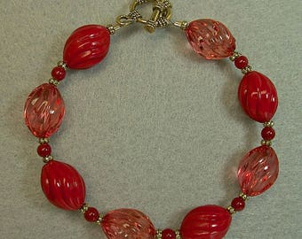 Vintage Red Coral Oval Twist Lucite 1950s Bead Bracelet ,Vintage Japanese Red Glass,Gold Toggle Clasp