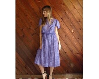 extra 30% off sale . . . Lilac Floral Flutter Sleeve Dress - Vintage 70s - S/M