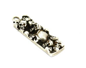 Silver Skull Pendant, 1 Antique Silver Plated Brass Skull Pendants (35x10x6mm) N194