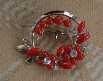 Pretty Vintage Red Plastic, Rhinestone Floral Brooch, Gold tone (B13)