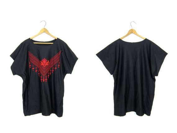 Black Red Embroidered Mexican Blouse Floral Stitch work Top Cap Sleeve Boxy Tee Slouchy Ethnic Bohemian Hippie Vintage Womens Large