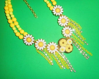 Dazzling Daisies Necklace
