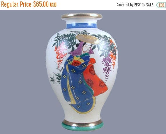 SPRING CLEANING SALE Large vintage hand painted Geisha and floral Japanese Satsuma urn vase ceramic / pottery / Asian / Oriental / Japan / M