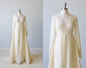 Vintage 1970s Long Sleeve High Neck Lace Wedding Dress / Vintage 70s Wedding Gown / Boho / Grace